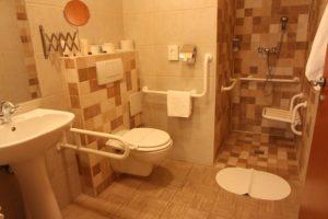 Fürdőszoba_mozgáskönnyített